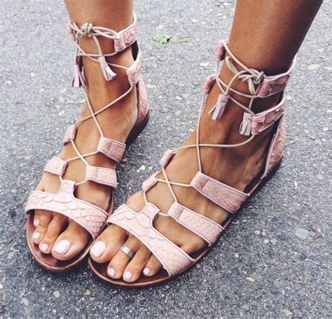Summer Sandals In trendy flat sandals for summer vacation 2018