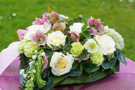 Hochzeitsschmuck Für Auto by Hochzeitsschmuck Mit Blumen Steckmoos Selber Machen