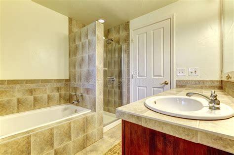 docce piccole docce piccole simple interno di un piccolo bagno con