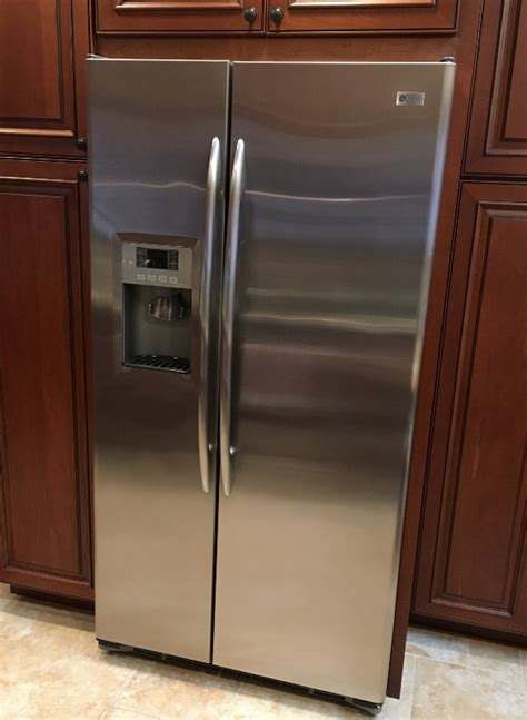What Causes Water Leak In Refrigerator by Refrigerator Leaks Causes Dealing With Mold Repairs
