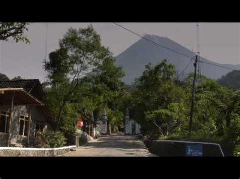 cuplikan film kiamat gunung merapi meletus dari jarak 300 meter video amatir