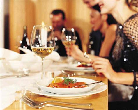 disco dinner protocolo o etiqueta comunicacion personal habilidades