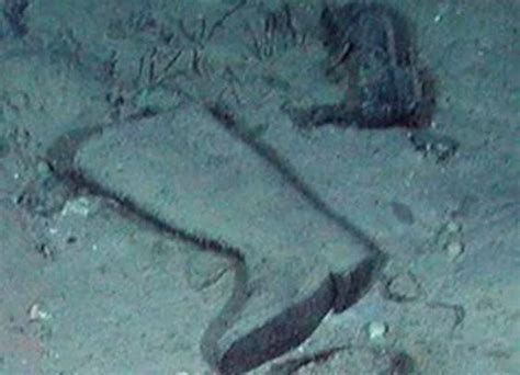 titanic boat in water titanic human remains titanic pictures underwater human