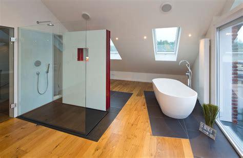 badezimmer eingebaut in speicher ideen gro 223 e dusche mit naturstein belegt modern badezimmer