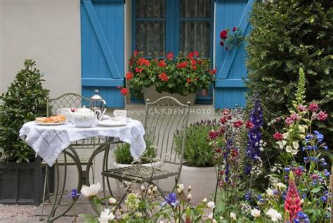 Patio Areas In Gardens Increasing Living Spaces With Outdoor Seating Areas
