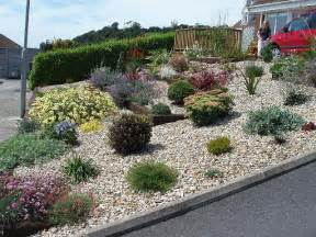 Backyard Landscape On A Budget Gravel Landscape Pros Of Gravel For Landscaping