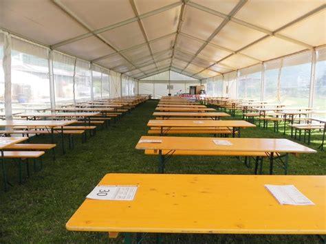 tavoli e panche noleggio e allestimento tavoli e sedie set birreria