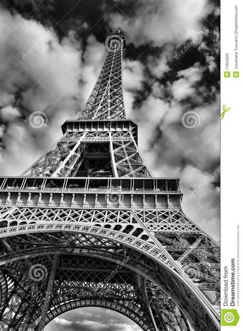 imagenes de la torre eiffel en blanco y negro cuadro blanco y negro de la torre eiffel fotos de archivo