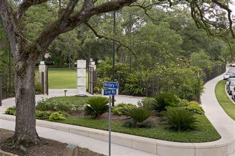 sydney walda besthoff sculpture garden land8