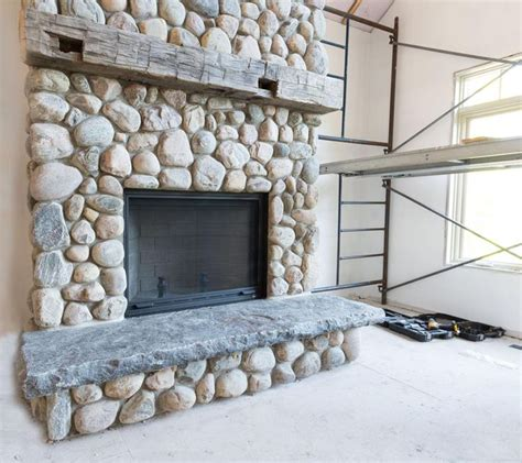River Rock Veneer Fireplace by Best 25 River Rock Fireplaces Ideas On
