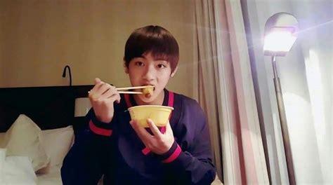 kim taehyung eating let s vote for kim taehyung v world star popularity