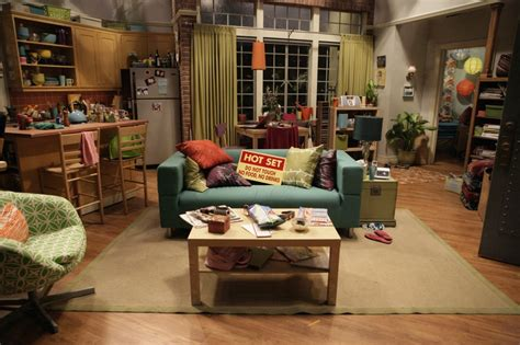 layout of big bang theory apartment penny s big bang theory apartment love the fun color
