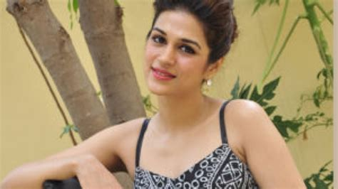 tollywood casting couch shraddha das responded on casting couch issue andhrawatch