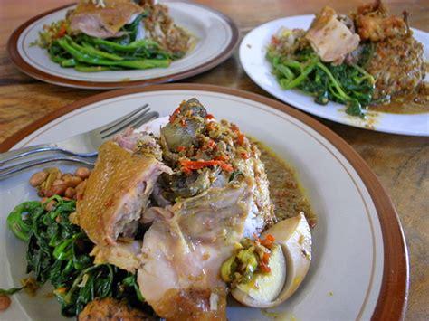 Nasi Ayam Ibu Oki Tote 辛くて旨いナシアヤムが食べたいならワルン ナシアヤム イブオキへ チェックインバリ