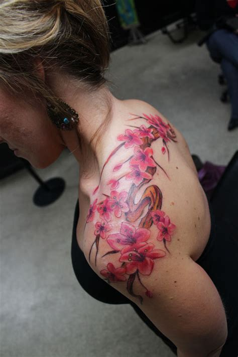 japanese cherry blossom tattoo on shoulder 30 arresting cherry blossom tree tattoo designs creativefan