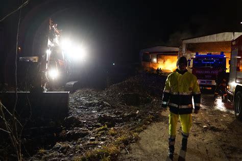 shadow pavia pavia in fiamme capannone di rifiuti plastici 171 allarme