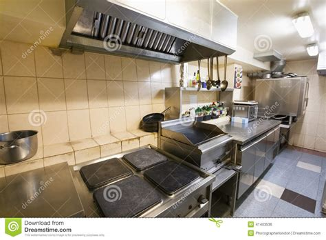 cuisine sal馥 int 233 rieur de cuisine vide de restaurant photo stock