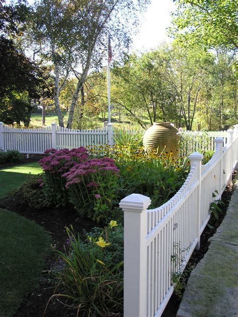 Picket Fence Garden Ideas White Picket Fence Landscaping Ideas And Dreams