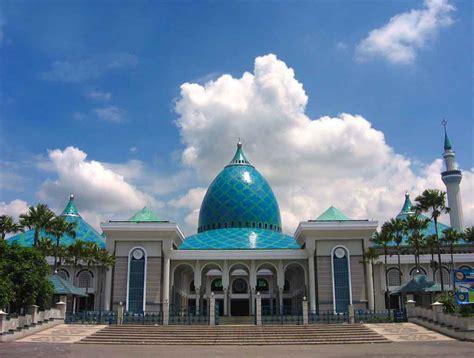 Di Surabaya sudah mengunjungi 11 tempat wisata bersejarah di surabaya