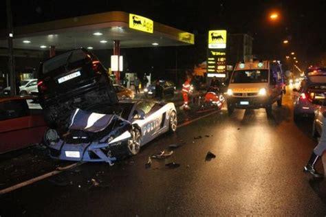 Italian Lamborghini Crash Italian Wrecked A 163 150 000 Lamborghini Patrol Car