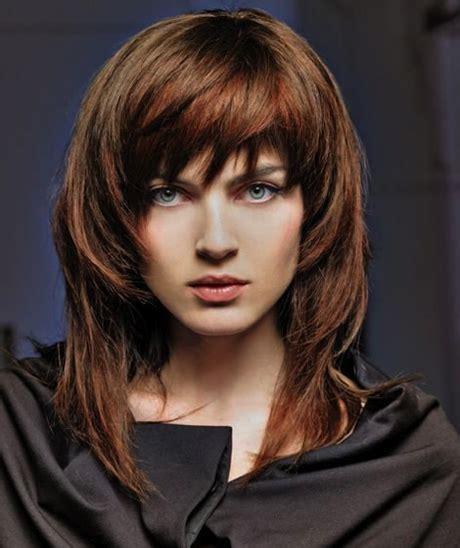taglio di capelli scalati medi hair pinterest foto tagli capelli medi scalati