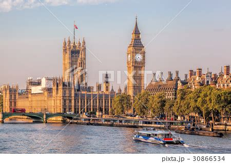 big boat in london big ben with boat in london england ukの写真素材 30866534