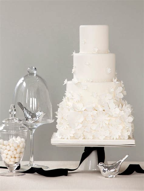 Colgans Wedding Cake And More by Wedding Cake Silver White Je T Aime