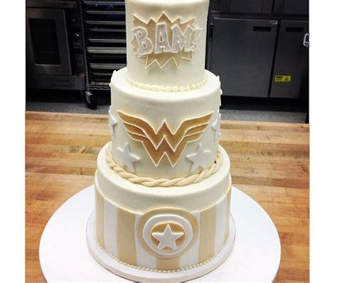 Hochzeitstorte Marvel by Wedding Cake Is Beautifully Geeky Wedding