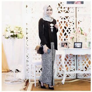 Kebaya Modern Setelan Hitam Bunga Pepaya 1 20 model kebaya kutu baru tradisional untuk muslimah 2018 sholehah