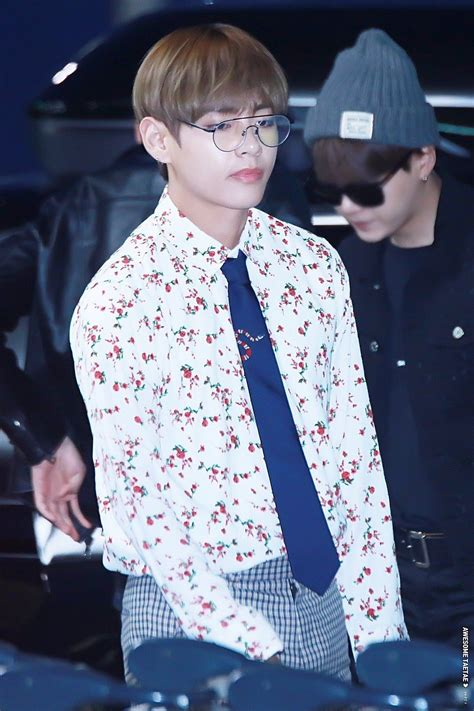Baju Gucci V Bts bts v reigns king of gucci with his newest accessories koreaboo