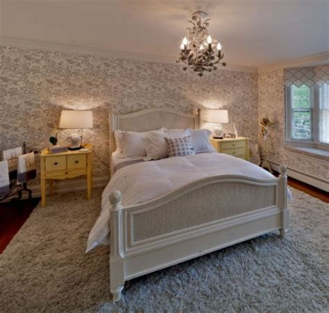 Chandeliers In Bedrooms A Few Accessories That Would Look Wonderful In A Traditional Bedroom
