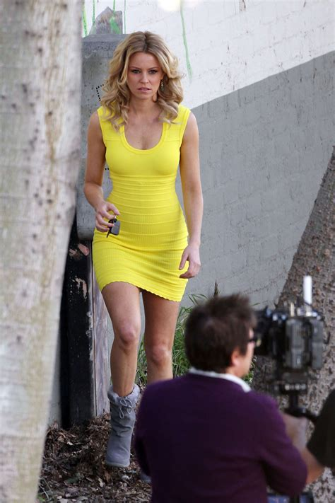 What Banks Is Looking For In A by Elizabeth Banks Looking In Yellow Dress 16 Gotceleb