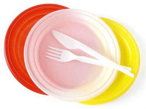 piatti bicchieri plastica piatti e posate di plastica pericolose per i reni la