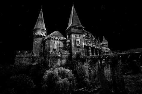 home to dracula s castle in transylvania castle dracula transylvania transilvania castelul huniazil