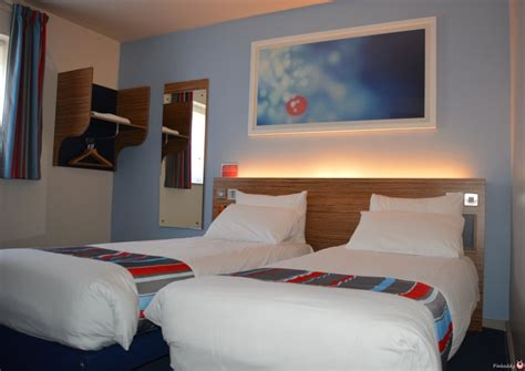 travelodge bristol central mitchell lane hotel pinkoddy