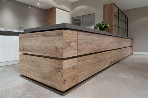 kaatsheuvel keukens moderne keuken strak greeploos en olijfhout tinello