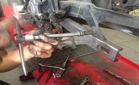 Cover Pelindung Shock Breacker Sok Belakang tutorial mengganti shockbreaker sepeda motor yang sudah rusak
