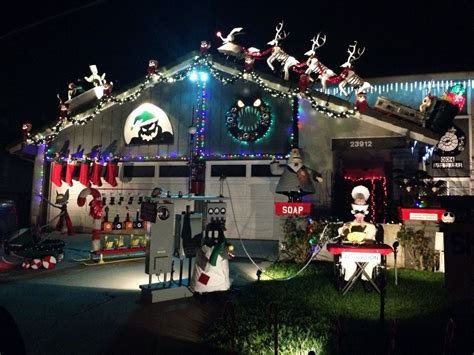 house decked out in nightmare before christmas dorkly post