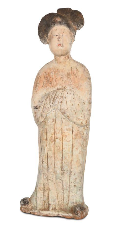 lade in terracotta grande in terracotta con tracce di policromia