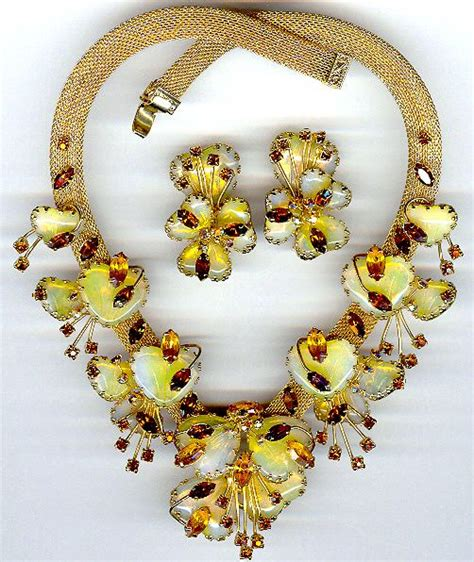 how to make costume jewelry 11 best images about costume jewelry on brooches and emerald green