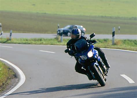 Motorradfahren Kurventechnik by Fahrertraining F 252 R Motorradfahrer Quot Lenkimpuls Und