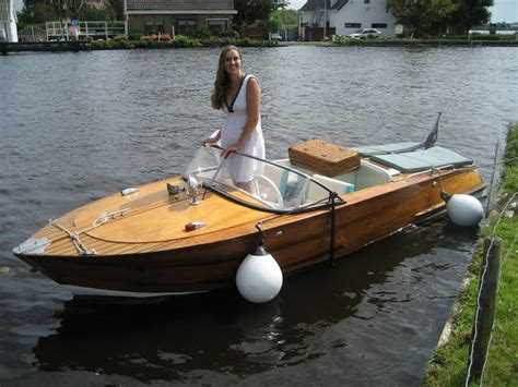polyester boot schuren schuren lakken houten boot werkspot
