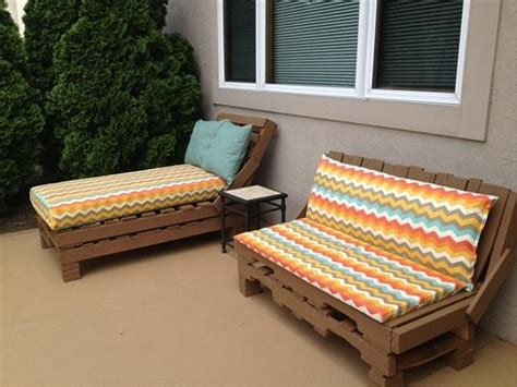 how to make a pallet daybed from old pallets wooden daybed made out of wood pallets pallet wood projects
