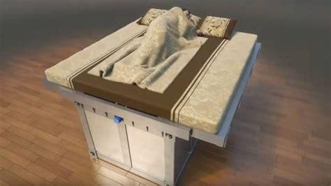 persone fanno l nel letto e italiano il letto antisismico ci salva la vita in