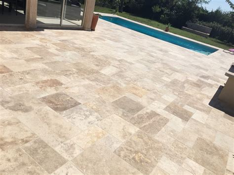 terrasse travertin terrasse en contour de piscine en opus de travertin bouche