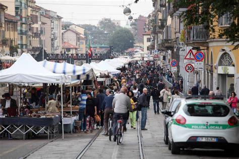 mercatino usato porta genova la fiera di sinigaglia debutta sul naviglio grande