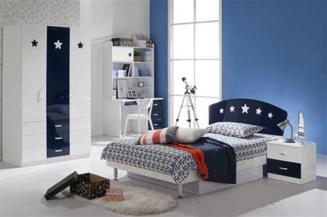 chambre bleu et blanc comment am 233 nager une chambre d ado gar 231 on 55 astuces en