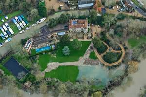 george clooney homes george clooney s 163 10million mansion flooded as river