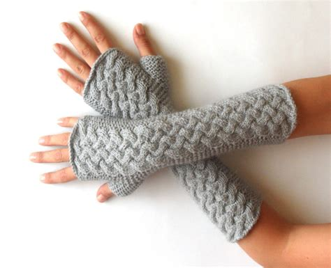 cable back knitting knit pattern for cable fingerless gloves p0007