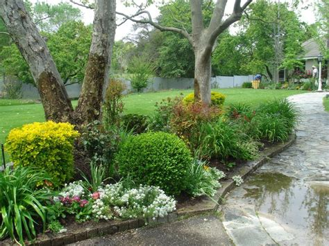 backyard landscaping trees www pixshark com images 17 best images about driveway island on pinterest